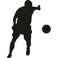 Футболист хочет ударить по мячу